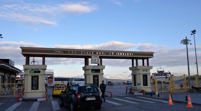 Çanakkale`de feribot seferlerine fırtına engeli