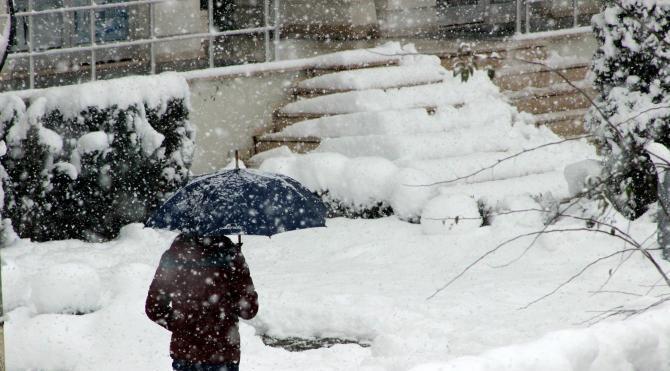 Düzce Üniversitesi`nde eğitime kar engeli