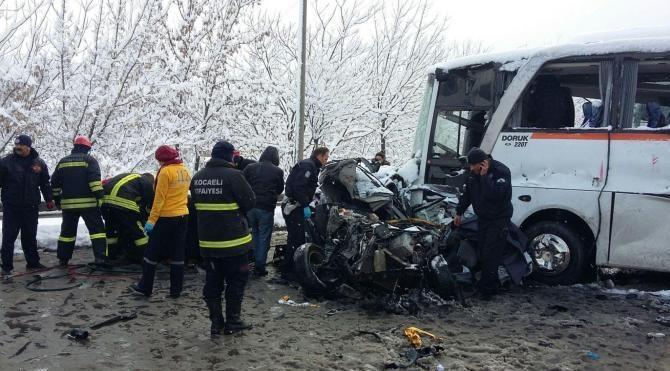 TEM`de 13 araç birbirine girdi: 1 ölü, 30 yaralı-yeniden
