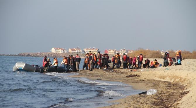 İzmir`de jandarma bir yılda 25 bin 846 kaçak sığınmacıyı yakaladı