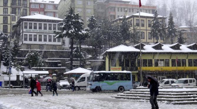 Rize´de 322 köy yolu ulaşıma kapandı