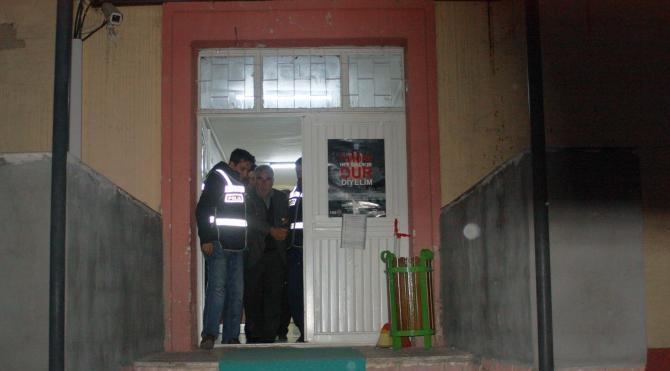 Camide hırsızlık yaptı, gözaltına alındı