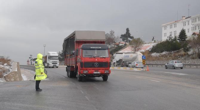 Kar, yılın son gününde İzmir`in kapısına dayandı