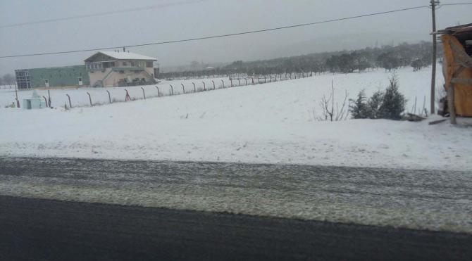 Manisa`da kar yağışı etkili oldu
