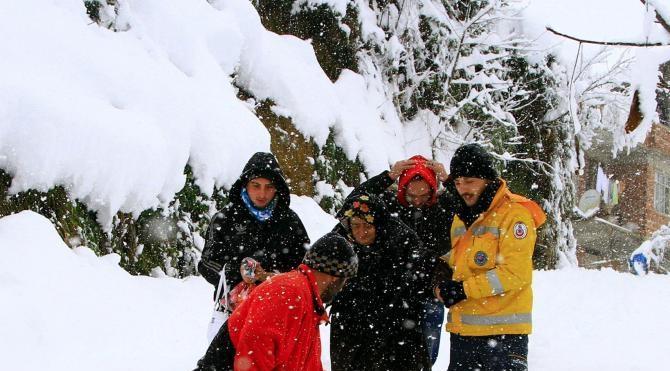 Rize´de yolu kardan kapanan hastaya Off-Road ekipleri ulaştı