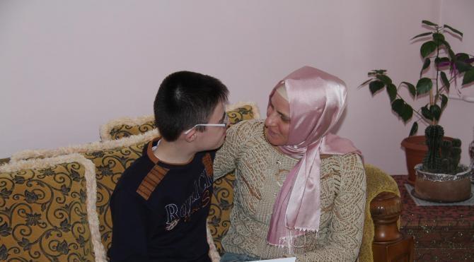 Engelli çocuklardan ailelerine en anlamlı yılbaşı hediyesi