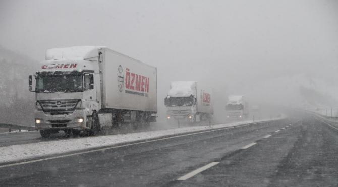 Manisa`da kar yağışı etkili oldu (2)