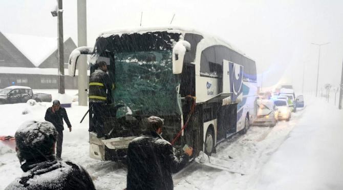 Düzce`de 3 araçlı zincirleme kaza: 9 yaralı
