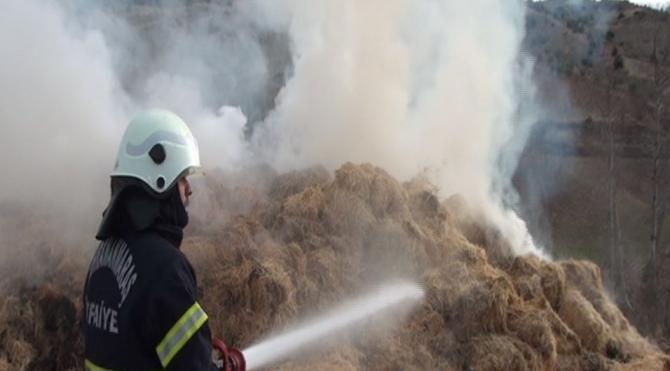 Kahramanmaraş`ta ahır yangınında 500 ton yem kül oldu
