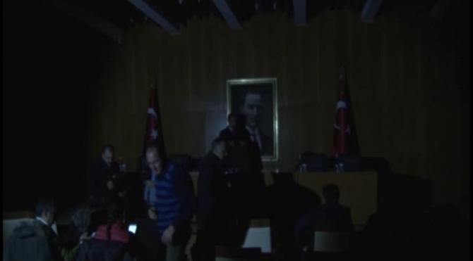 Cumhurbaşkanı uçaktan indi, elektrikler kesildi