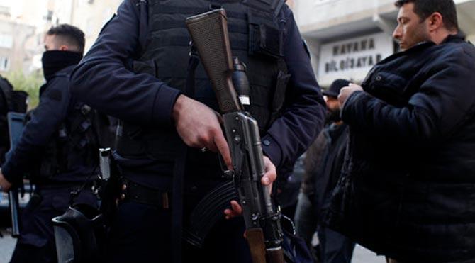 Diyarbakır'da polise aracına saldırı: 1 polis yaralı