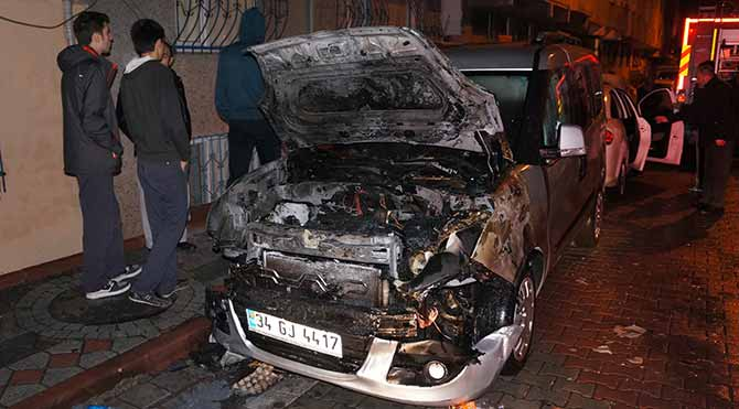 Sultangazi'de 7 araç kundaklandı