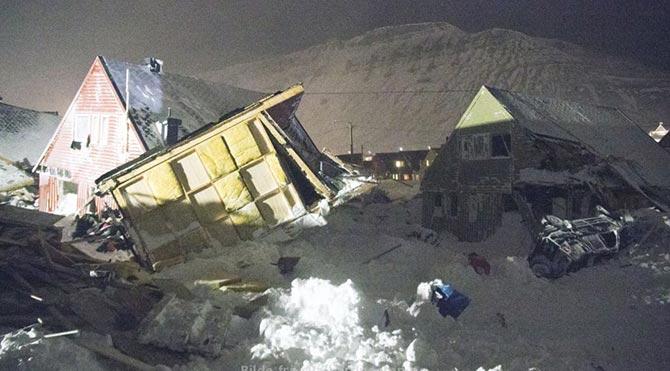 Norveç'te köyün üzerine çığ düştü!