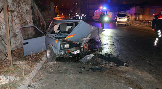 Başkent'te kaza: 2'si polis 4 yaralı