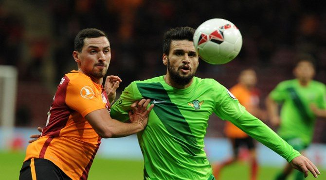 Galatasaray Akhisar maçı şifresiz izle (Lig TV canlı yayın)