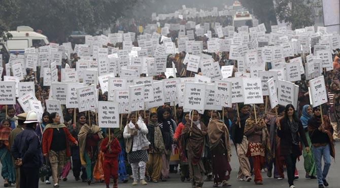 Hindistan'da toplu tecavüz faili serbest