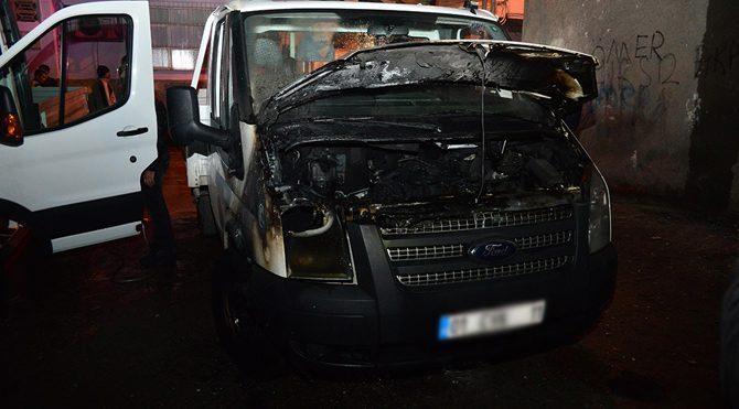Teröristler 8 araç yaktı
