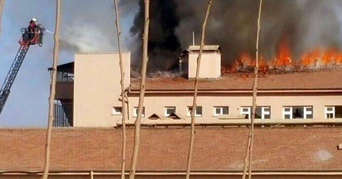 Hastaneyi ateşe verdiler
