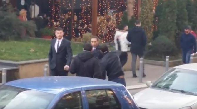 Kosova'da Ekonomi Bakanı'na yumurtalı saldırı!