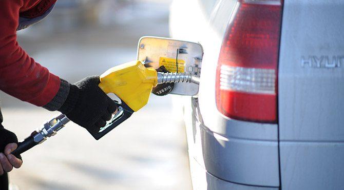 1 liralık benzin vatandaşa 4.35 liraya satılıyor
