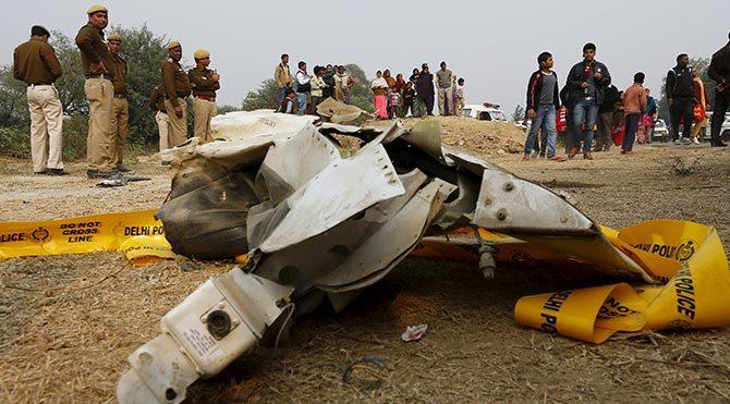 Hindistan'da askeri uçak düştü: 10 ölü