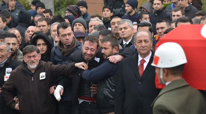 """Şehit cenazesinde tepki: """"En büyük askerin askerleriyiz"""""""