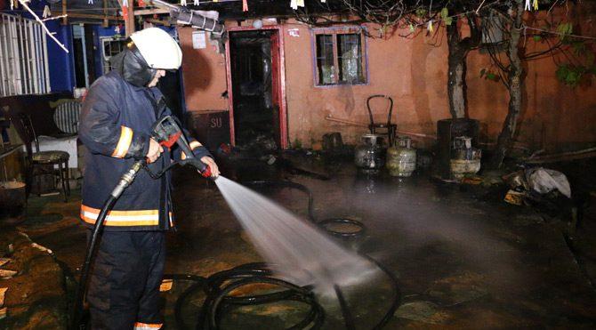 Üsküdar'da yangın: 1 ölü
