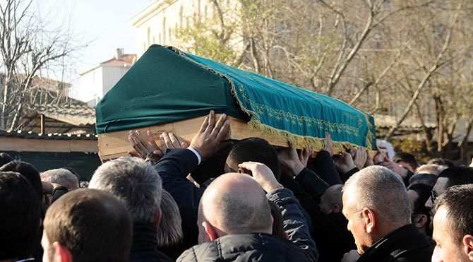 İsmail Hacısüleymanoğlu´nun cenaze töreninde kalabalık sokağa taştı