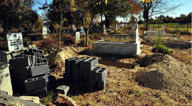 Selası verildi, mezarı kazıldı, yaşadığı hastanede ortaya çıktı