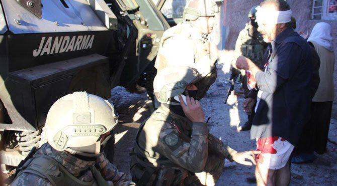 Diyarbakır'da tahliye ve ilkyardım askerlerden