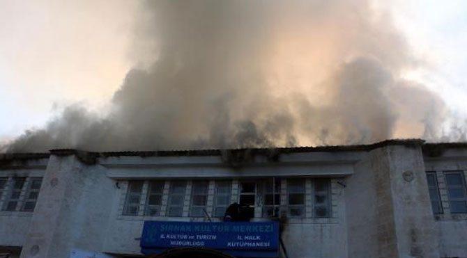 Terör örgütü kültür merkezine saldırdı
