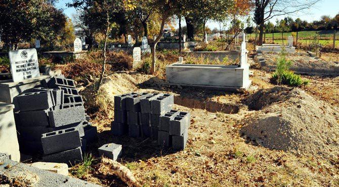 İki gün önce öldü diye mezarı kazılan hasta dün öldü!