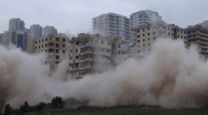 Bina dinamitle yıkılmayınca bakan kaçtı!