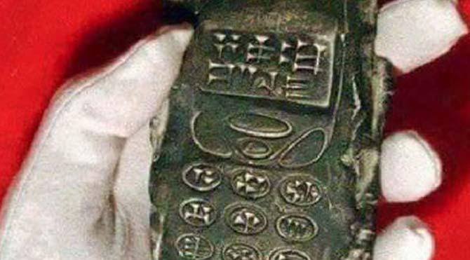 Arkeologlar 800 yıllık cep telefonu buldu!