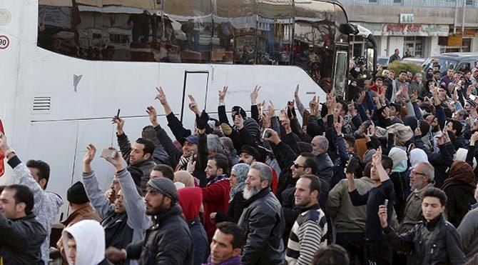 Suriye'de muhalifler ile Esad yanlıları takas ediliyor