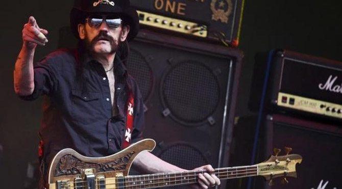 Motörhead'in kurucusu Lemmy Kilmister hayatını kaybetti
