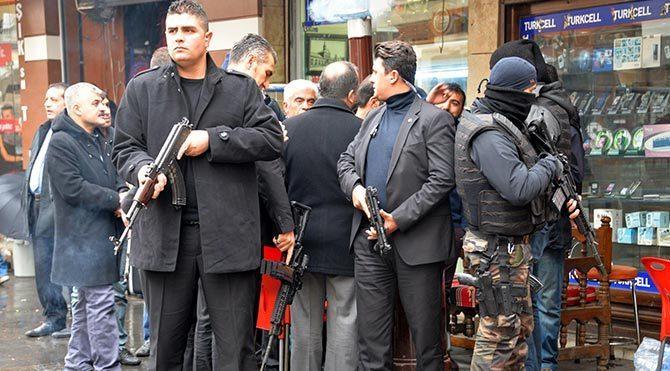 Diyarbakır'da yasağın kalktığı caddede bir çok esnaf işyerini açamadı