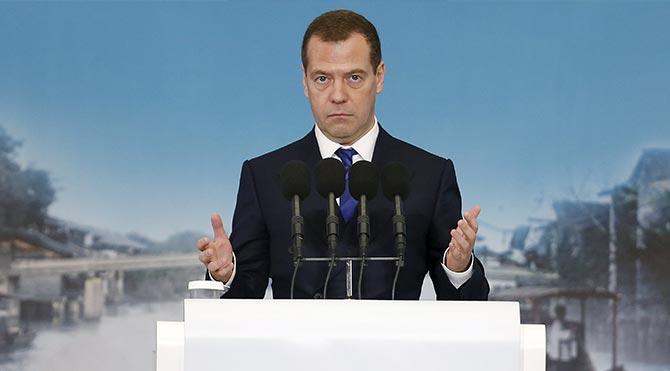 Medvedev imzaladı, ek yaptırımlar geldi