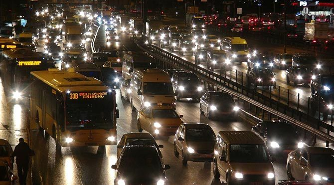 Kar İstanbul trafiğini vurdu