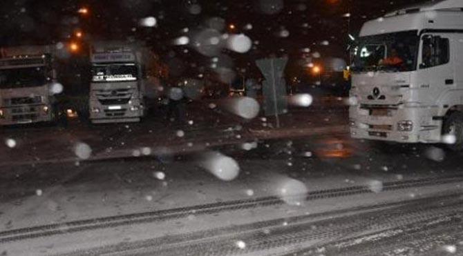 Sakarya-Bilecik yolu ulaşıma kapandı