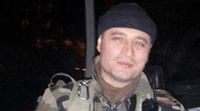 Şehit polisin cenazesinde, çocukları şapka ve beresini taktı