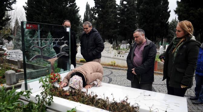 Berkin Elvan doğum gününde mezarı başında anıldı