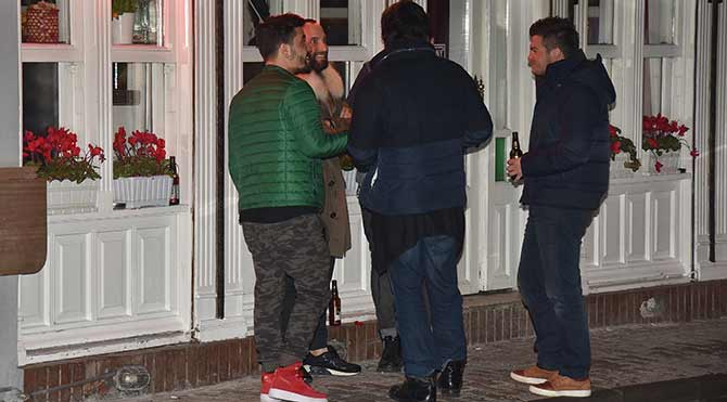 Foto: Mustafa KIZGINYÜREK - Berkay arkadaşlarıyla birlikte görüntülendi.