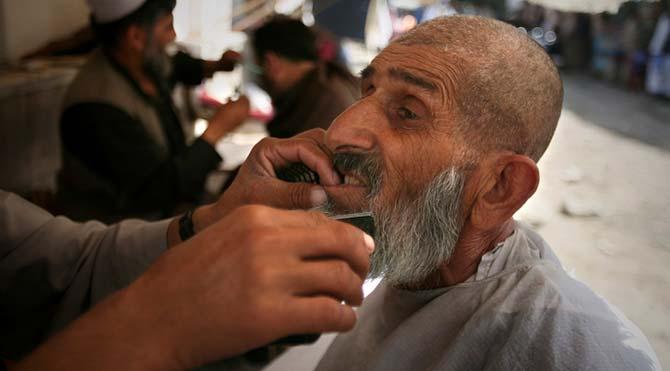 Tacikistan'da hükümet 13 bin kişinin sakalını kesti