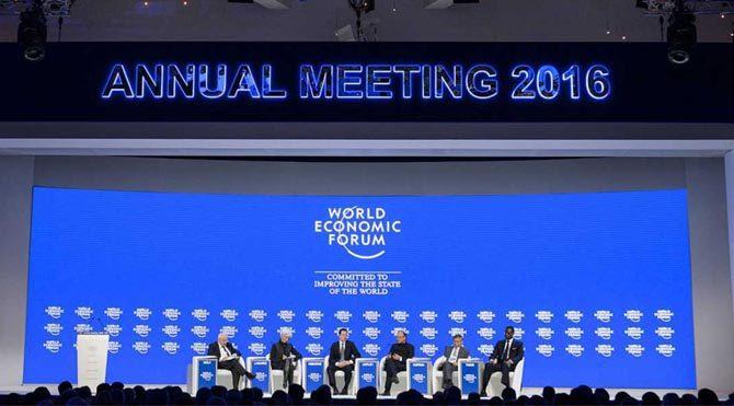 Dolunay, Türkiye haritasında 2. Ev'e denk düşmektedir. 2. Ev, mundane (dünya) astrolojisine göre; ekonomi, ulusal kaynaklar, halkın satın alma gücü, bankalar, finans kurumları, para piyasaları, tahvil, hisse senedi, müzeler, galeriler demektir. Tam da Davos'ta Dünya Ekonomi Zirvesi'nin bu zamanda düzenlenmesi elbette tesadüf olamaz, tüm dünya liderlerinin (Aslan) katıldığı ekonomi zirvesi.