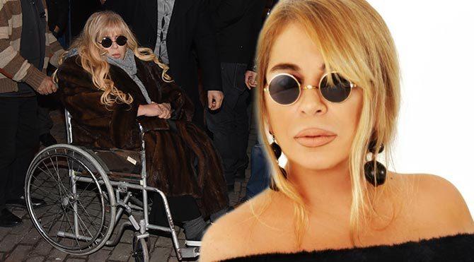 Zerrin Özer, tekerlekli sandalyeyle görüntülenince duygulandı