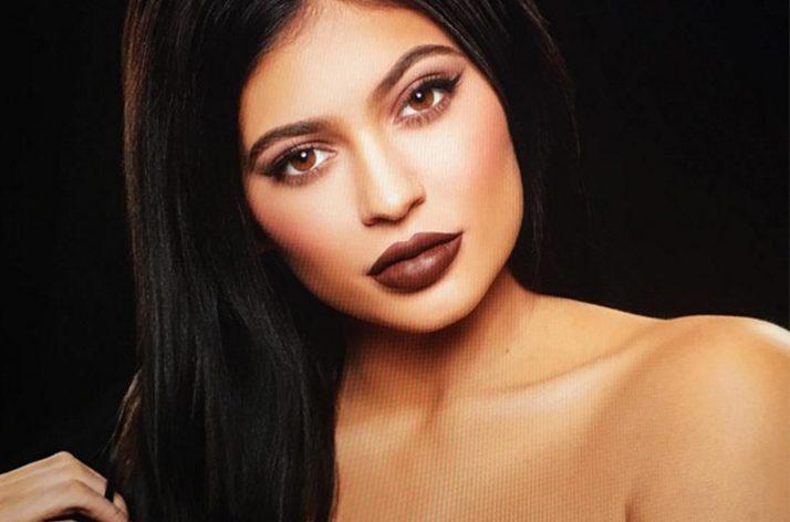 Kylie Jenner'ın dudaklarına sahip olmak için bunları yapın