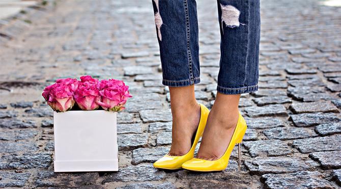 Topuklu ayakkabı giyen kadınlar…