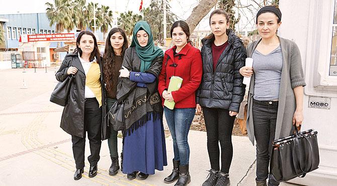 Çatal kaşıklı protestocu kızlar yurttan atıldı
