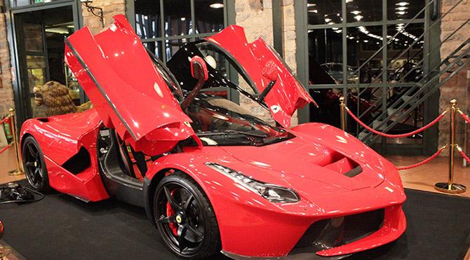 İlk Hibrit Ferrari Türkiye'de